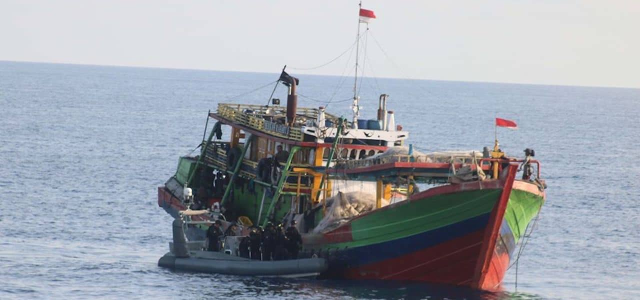 Australia intercepts and scraps Indonesian poacher