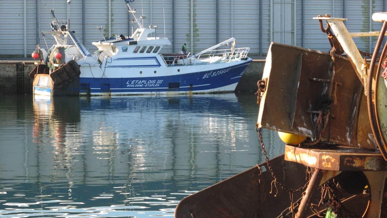 Boulogne fishermen threaten action
