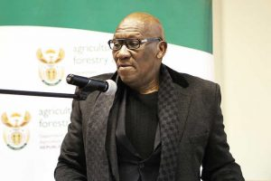 South Africa's minister for fisheries Senzeni Zokwana has signed a Memorandum of Understanding (MoU) with his Namibian counterpart