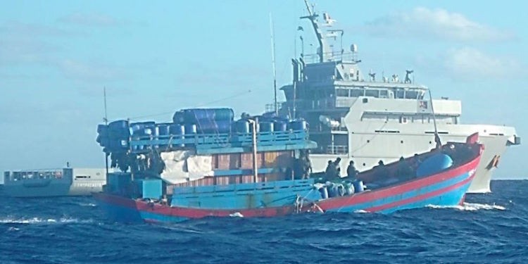 BM2 D'Entrecasteaux and a boarded fishing vessel - @ Fiskerforum