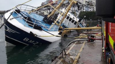 Fire crews save sinking Brixham beamer