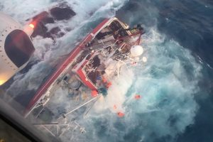 Kim Roger's crew were lifted to safety - @ Fiskerforum