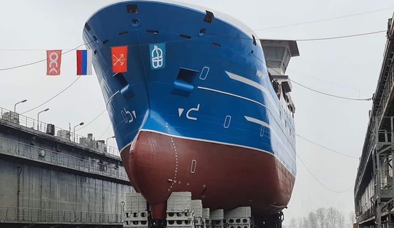 First of Russian longliner series launched