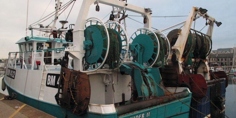 Twin riggers alongside in Plymouth - @ Fiskerforum