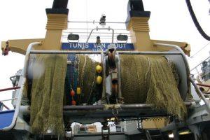 Atlantic deep sea fishing - MEPs call for bottom trawling ban in vulnerable areas.  Photo - trawler - FiskerForum.com - @ Fiskerforum